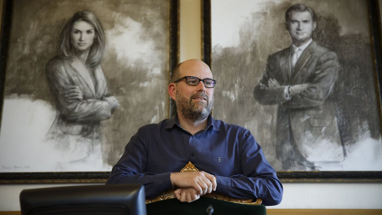 Feijoo y el conselleiro de Facenda, Valeriano Martínez, en el Parlamento en una foto de archivo