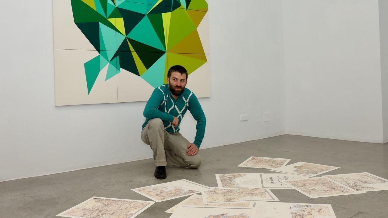 Mejuto, en su exposición en la galería compostelana Trinta
