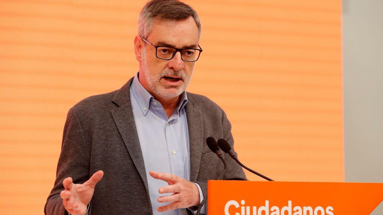 Gonzalo Caballero, celebrando el resultado de las elecciones en la sede del partido