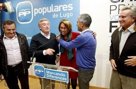 Los populares de Lugo, celebrando el domingo su éxito electoral, con el que lograron 9 diputados.