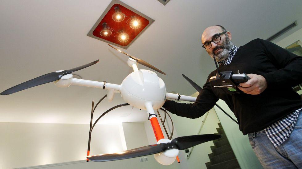 Marcos López es el gerente de Cartogalicia, que cuenta con cinco drones