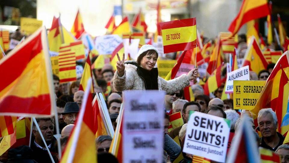 Marcha en Barcelona en defensa de la Constitución.Rocío Martínez-Sampere, a la salida de la reunión