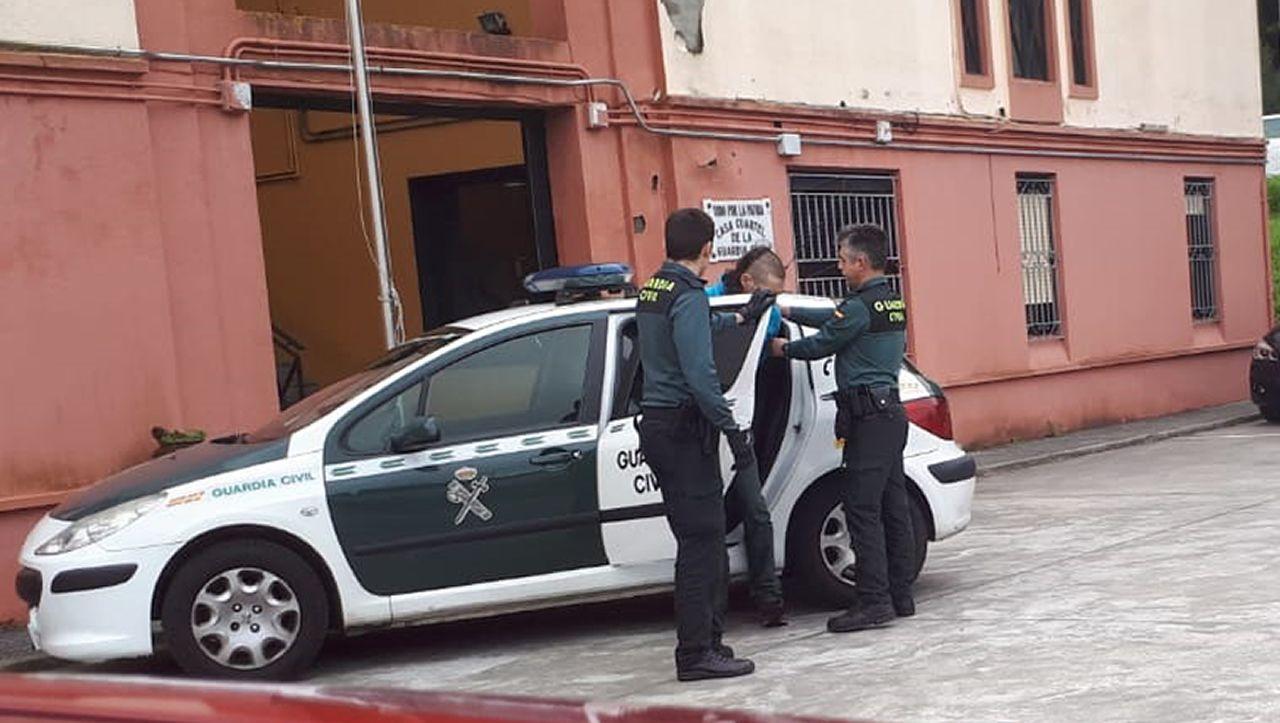 En la Generalitat hay una pancarta alusiva a los «presos políticos»