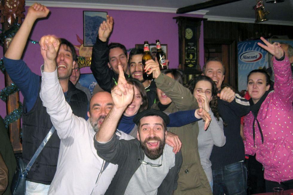 Celebración en el bar Marcelino del gordo del Niño de 2014.