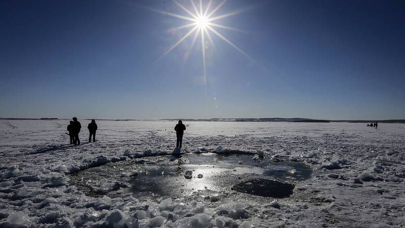 Buzos buscan restos del meterorito en el lago Cherbakul