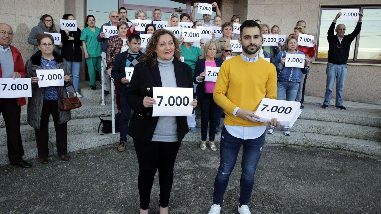 El PSOE trata de reactivarse con un mitin de Adriana Lastra.Concentración de los trabajadores del Materno y del comité de empresa de Servicios y Derechos sociales contra el cierre de la unidad de primera acogida
