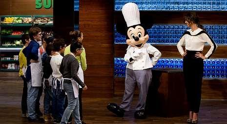 «MasterChef»: El momento sexi de Jordi Cruz.Mickey Mouse entregará a los concursantes los billetes para Disneyland París.
