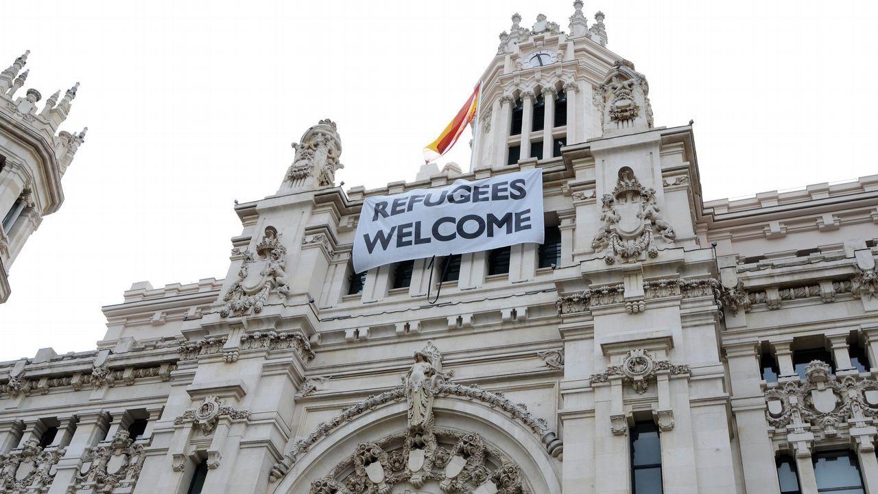Cartel de bienvenida a los refugiados, en el año 2016, en Madrid