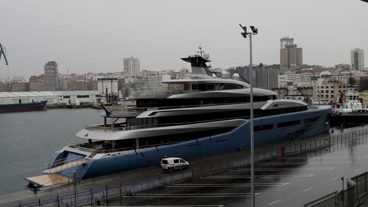Mercados.La lujosa nave acoge una sala de reuniones, otra de cine, una pista de pádel y de tenis