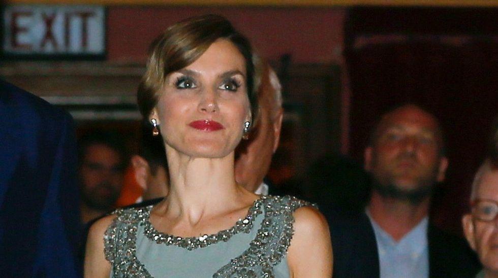 .En Miami, la reina Letizia sorprendió con un «look» años veinte.