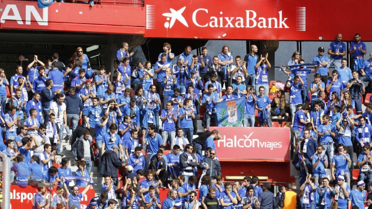 Sporting Real Oviedo Molinon derbi.La afición oviedista, en el derbi en El Molinon