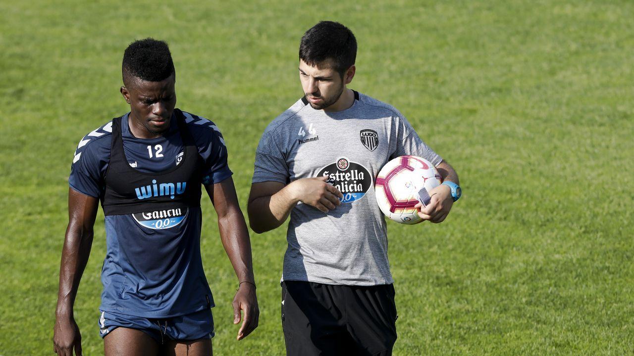 Viti Cuenca Real Oviedo Barcelona B Carlos Tartiere.Juan Villar celebrando un gol