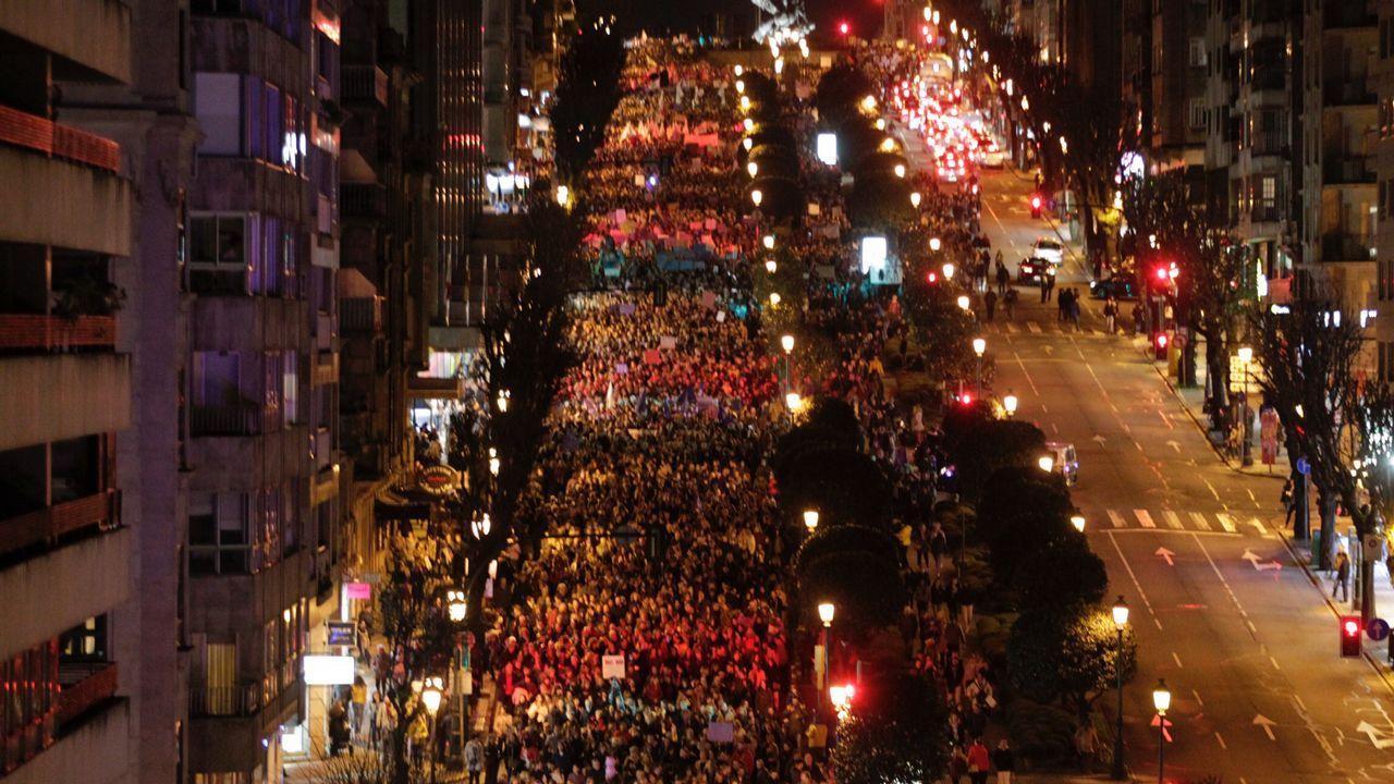 En directo | La plaza del Obradoiro se llena de mujeres este 8M