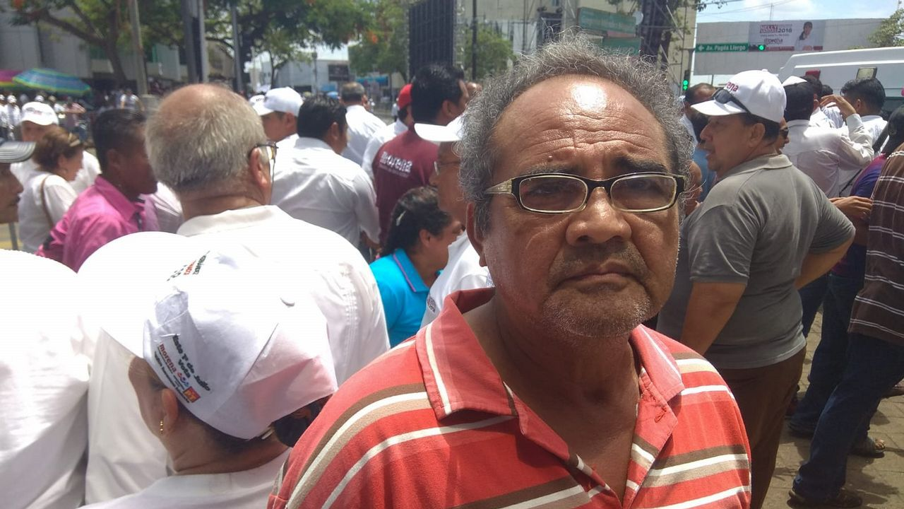 .El comerciante Andrés García cree que «otros presidentes» les han quitado la riqueza de Tabasco, «el petróleo»
