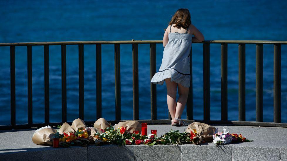«No sabía que iba a ser de mi vida».Homenaje de los compañeros del joven ahogado en la playa de Orzán