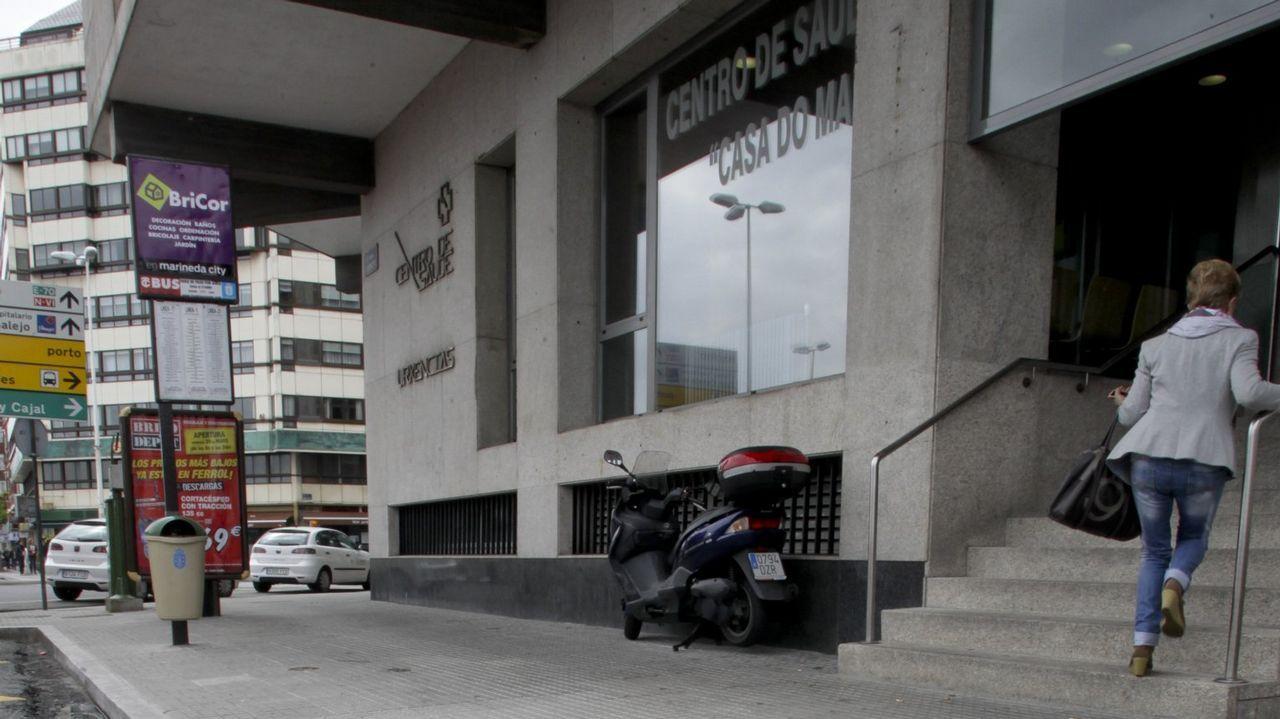 Sargadelos anuncia 49 despidos y amenaza con cerrar la fábrica de Cervo.Un soldador