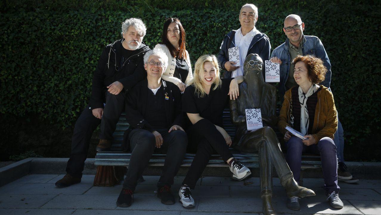 Iria Candela, con una de las obras de Lucio Fontana