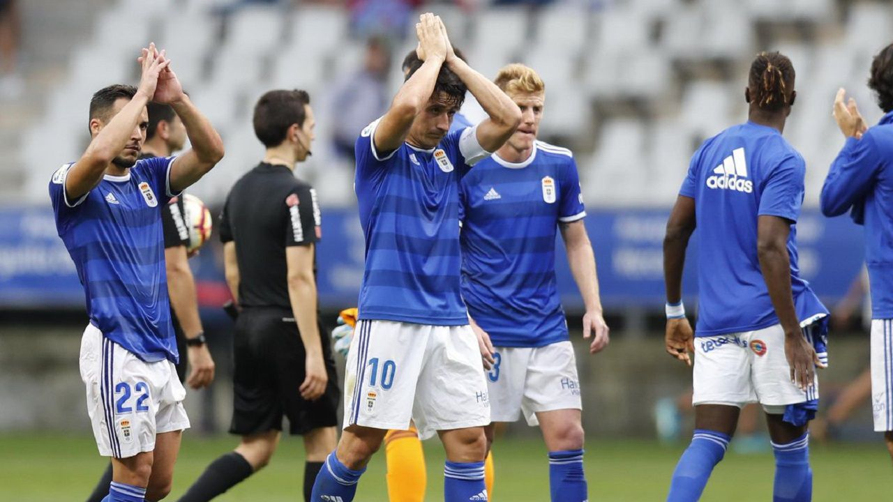 Las mejores imágenes del Zaragoza - Deportivo.Los jugadores del Oviedo saludan a la afición tras un partido