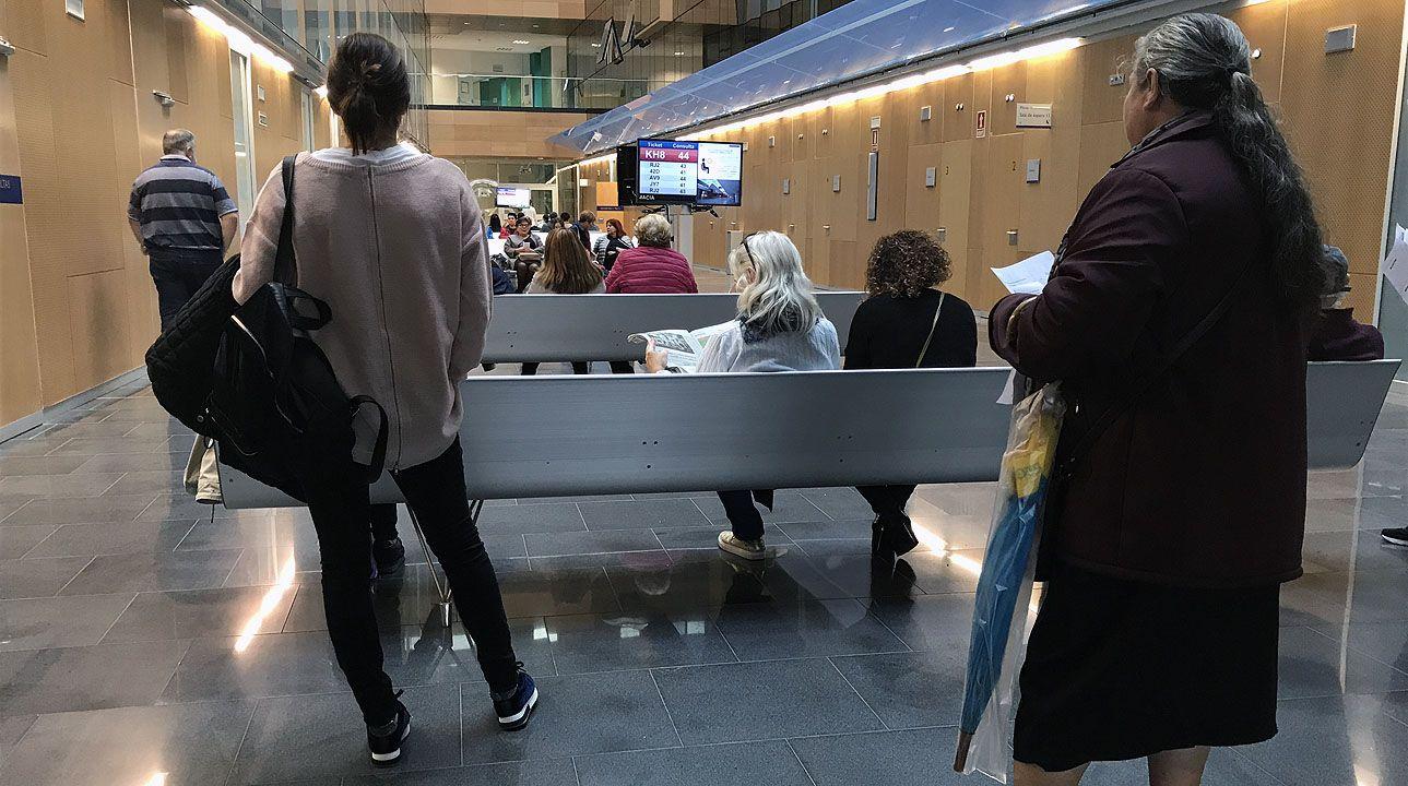 Los pacientes esperan en una de las salas de espera de las consultas externas del HUCA.Los pacientes esperan en una de las salas de espera de las consultas externas del HUCA