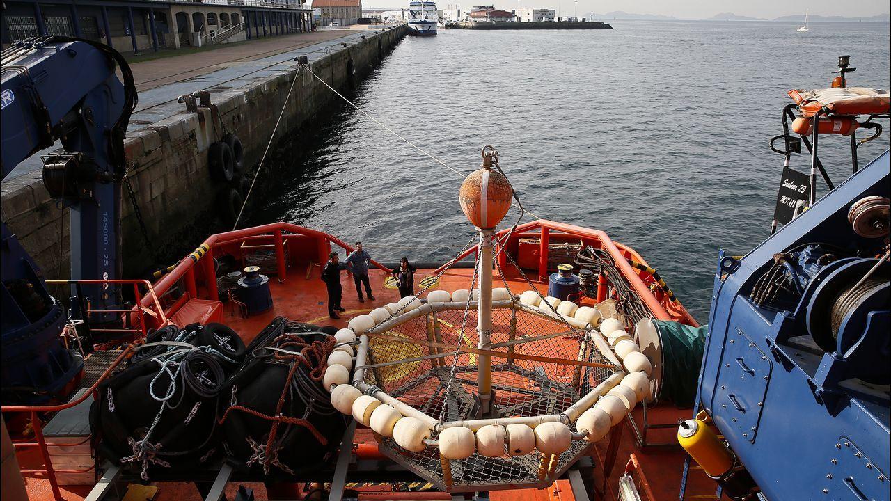 Salvamento Marítimo cumple 25 años y abre sus puertas.Cubierta del ferry de la cancelada línea Gijón-Nantes, de la naviera LD Lines