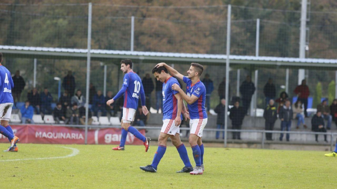 Real Oviedo Vetusta Steven Ernesto Gol Horizontal.Ernesto felicita a Steven tras un gol, esta temporada