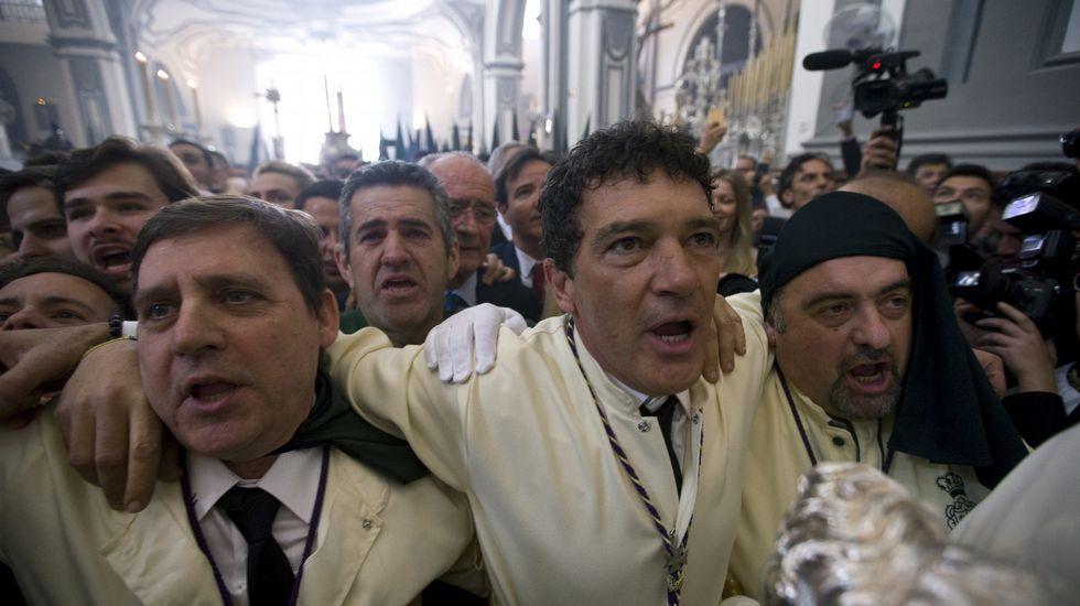 La devoción de Antonio Banderas, en imágenes.Piquete de CNT frente a un establecimiento hostelero en la calle Capua de Gijón