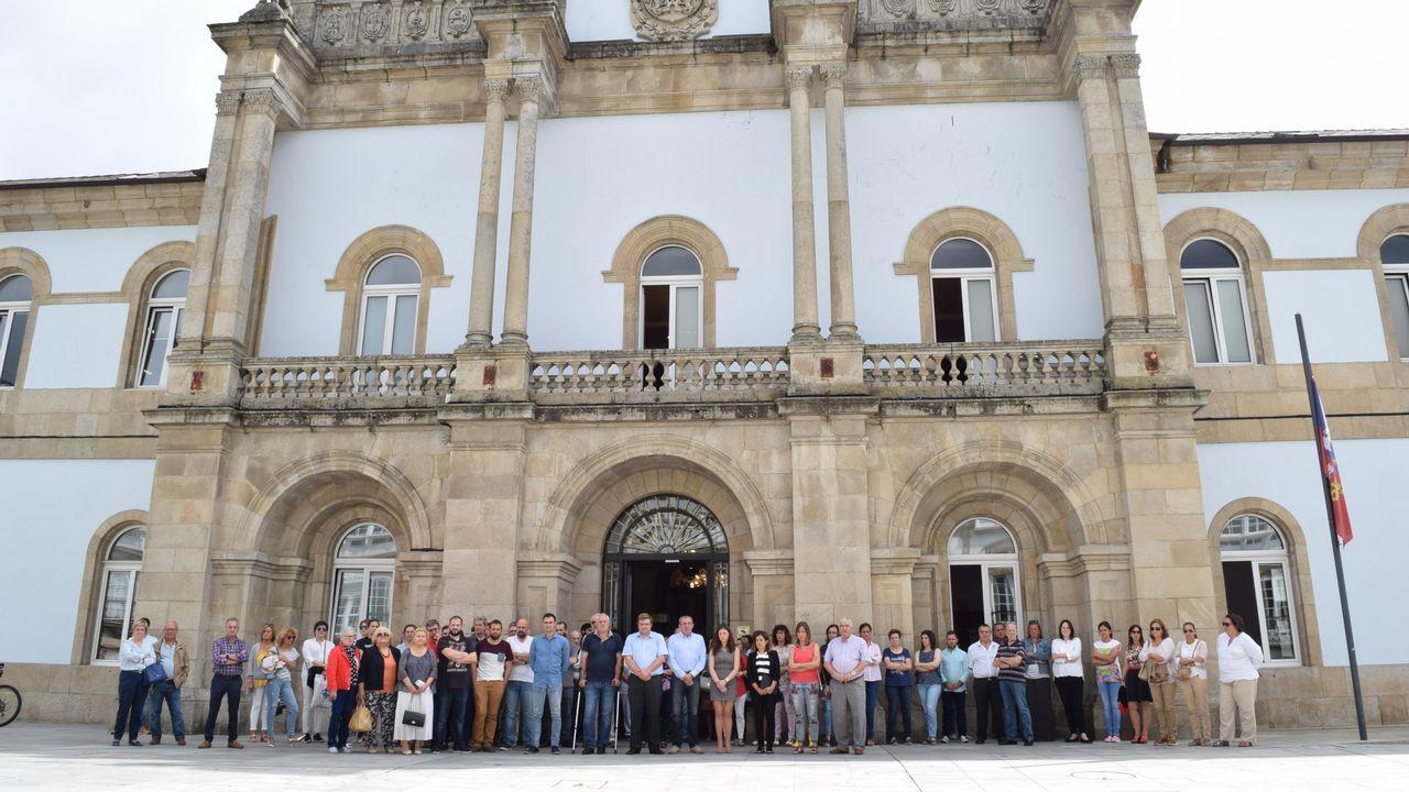 .Minuto de silencio ante la Diputación de Lugo por el atentado de Barcelona