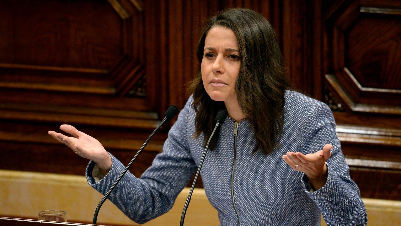 Arrimadas advierte a Torra del peligro de «jalear» a los «comandos separatistas».Los cerca de 5.000 «mossos» que se manifestaron por el centro de Barcelona se cruzaron aplausos con sus compañeros de la jefatura de la Policía Nacional