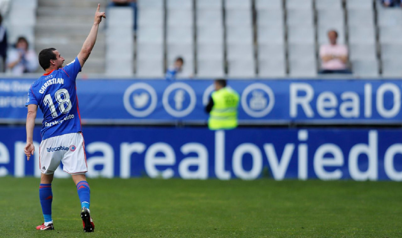 Gol Christian Fernandez Real Oviedo Sevilla Atletico Carlos Tartiere.Christian Fernandez celebra su tanto frente al Sevilla Atletico
