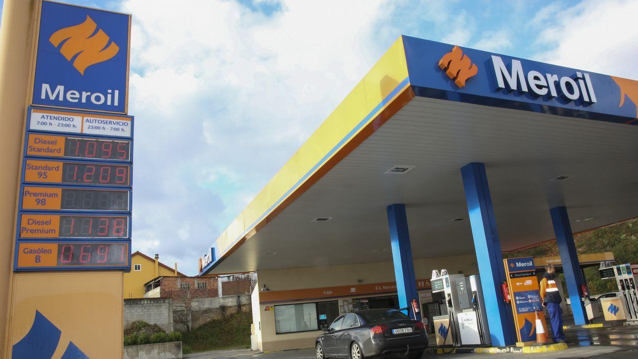 Gasolinera de El Entrego.BARCOS FONDEADOS EN LA RIA DE SADA POR EL MAL TIEMPO EN EL MAR