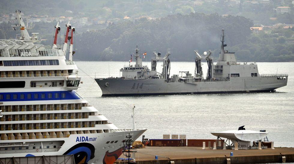 La «Méndez Núñez» zarpa de Ferrol para asumir el mando de la OTAN.Vista del buque entrando en la ría de Ferrol