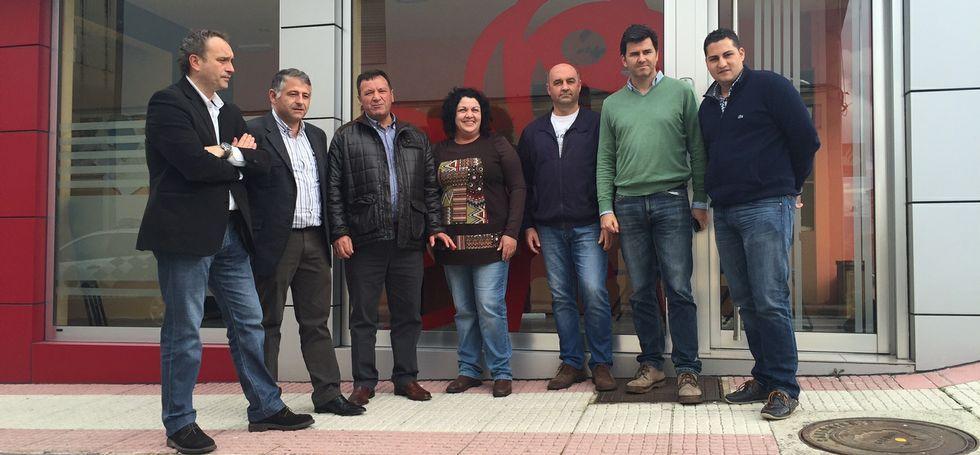 Representantes del PSOE dezano se reunieron ayer en Silleda con el diputado autonómico Pablo García.