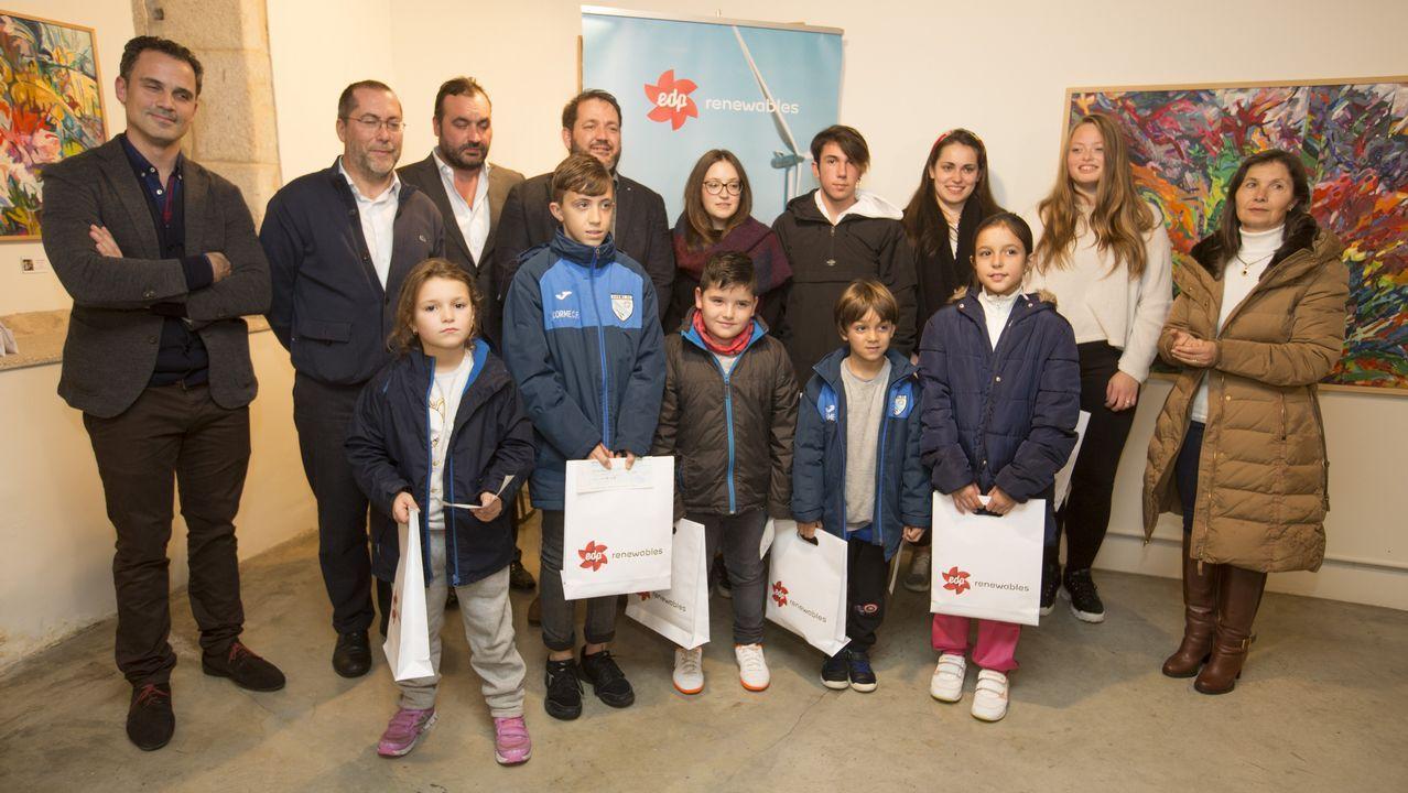 Entrega de becas de EDP en Ponteceso: ¡las imágenes!