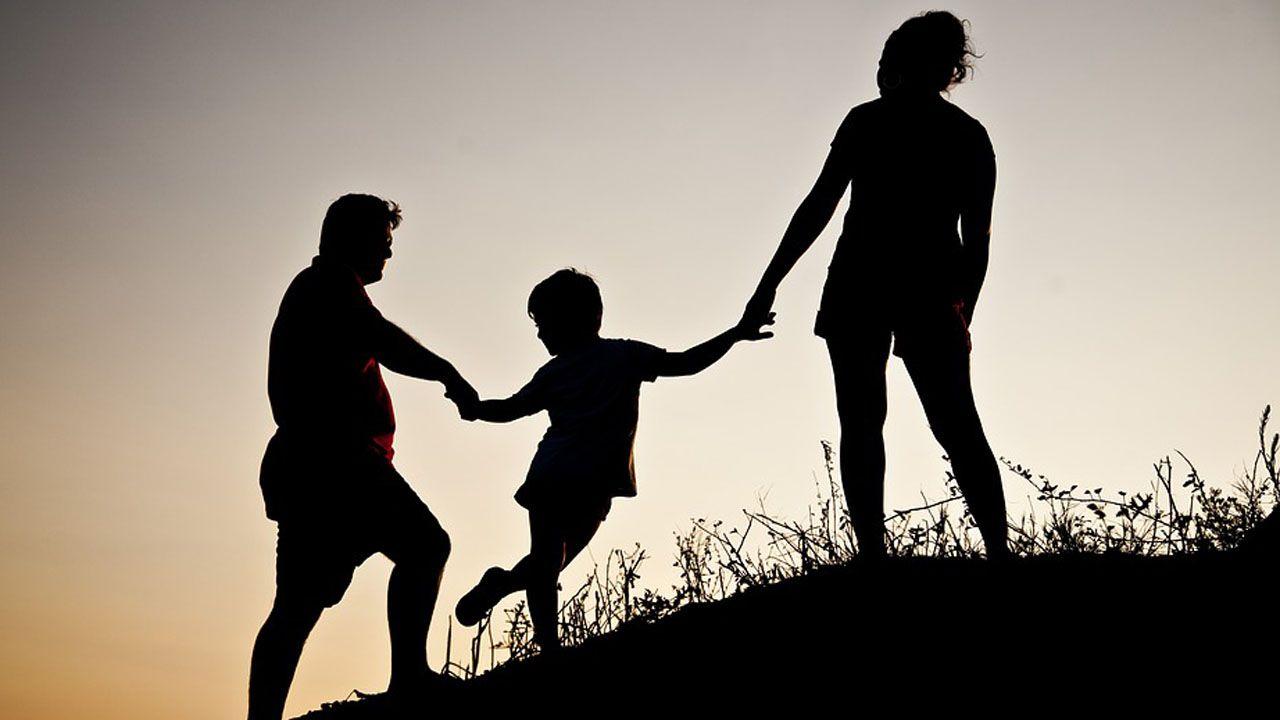 Familia adopcion hijo hija hijos padre madre adoptar.