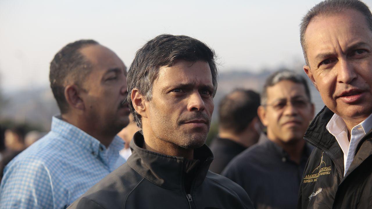 Los venezolanos secundan los llamamientos de Maduro y Guaidó.Leopoldo López, en una imagen de archivo