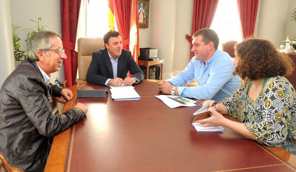 .Ediles de Toques con el presidente y vicepresidenta provincial.