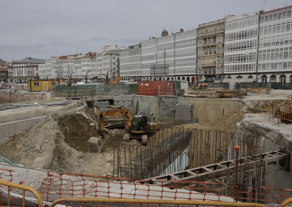 Las obras de reforma de la superficie se centrarán estos días en rematar las aceras.