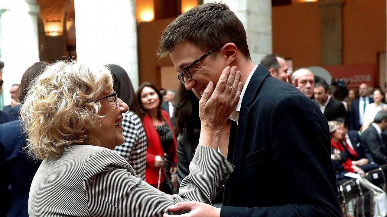 Errejón, en la foto con la alcaldesa de Madrid, Manuela Carmena, es el último en dejar el equipo de profesores universitarios (Monedero, Errejón, Bescansa y Alegre) que fundaron Podemos con Pablo Iglesias.