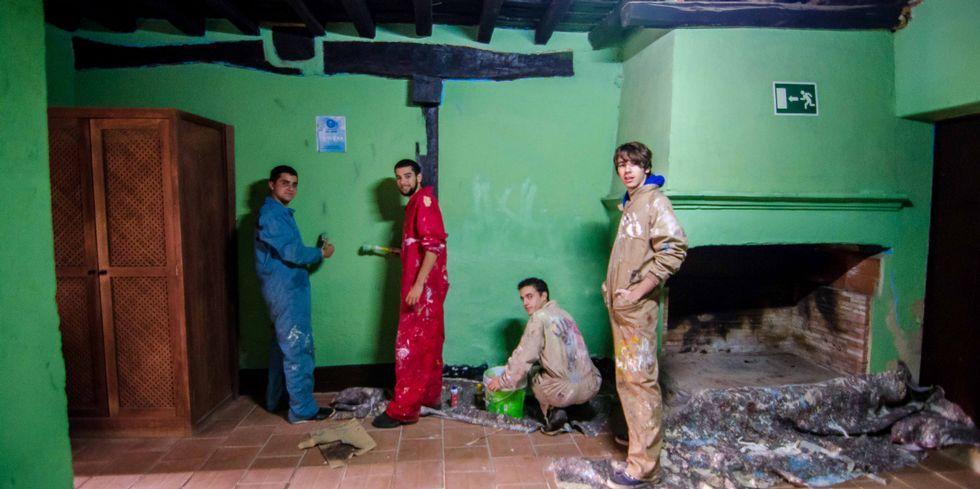 Pintar fue una de las actividades que aprendieron a realizar.