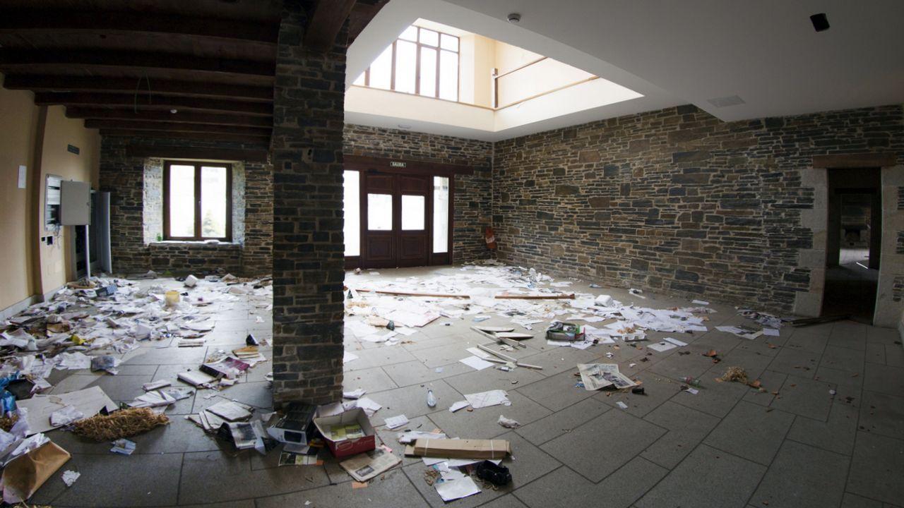 Del lujo extremo al abandono total: así está por dentro el hotel de A Fonsagrada
