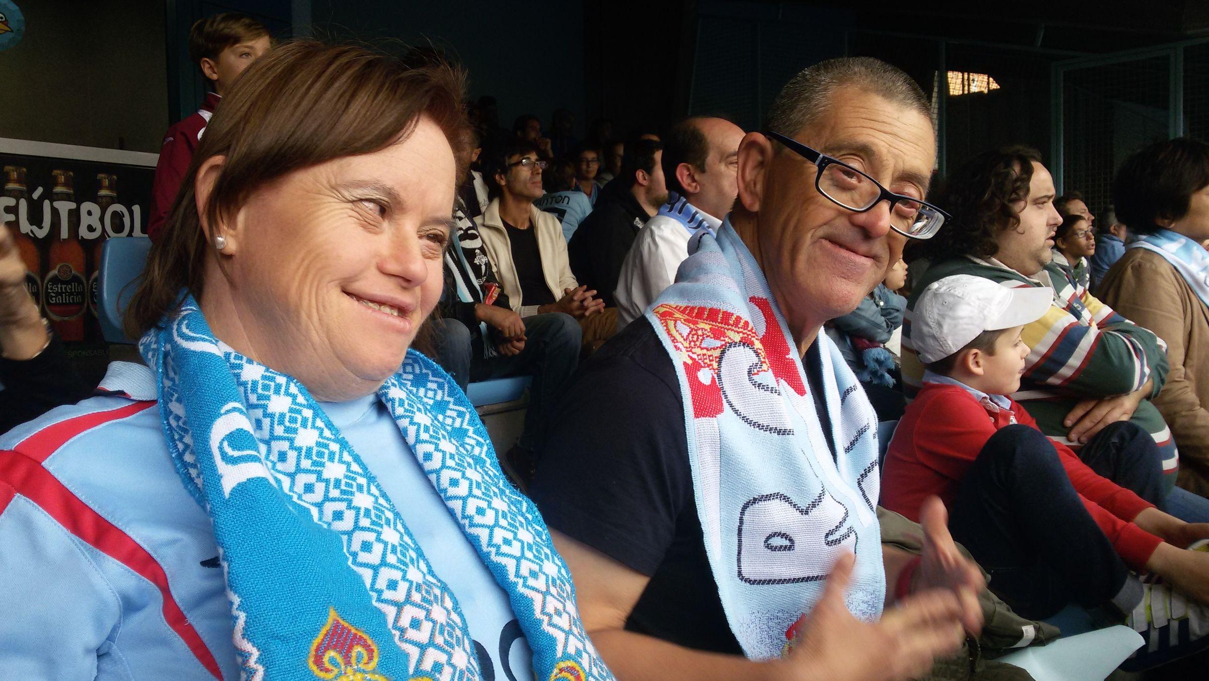 .Carmen Suárez, junto a su hijo Lucas