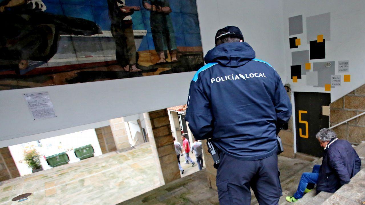 Requisan 1.500 kilos de cocaína cerca de las Azores en un velero con destino a Galicia.El pesquero marroquí con el alijo, fotografiado desde el Torpedo