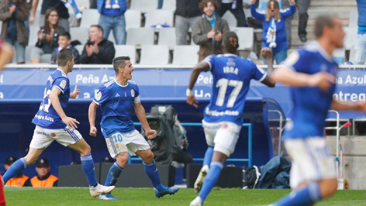 Gol Saul Berjon Javi Hernandez Ibrahima Balde Real Oviedo Osasuna Carlos Tartiere.Los futbolistas azules celebran el gol de Saúl Berjón ante Osasuna