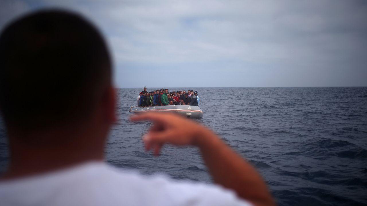 Los migrantes sorprendieron a varios turistas que estaban en la playa