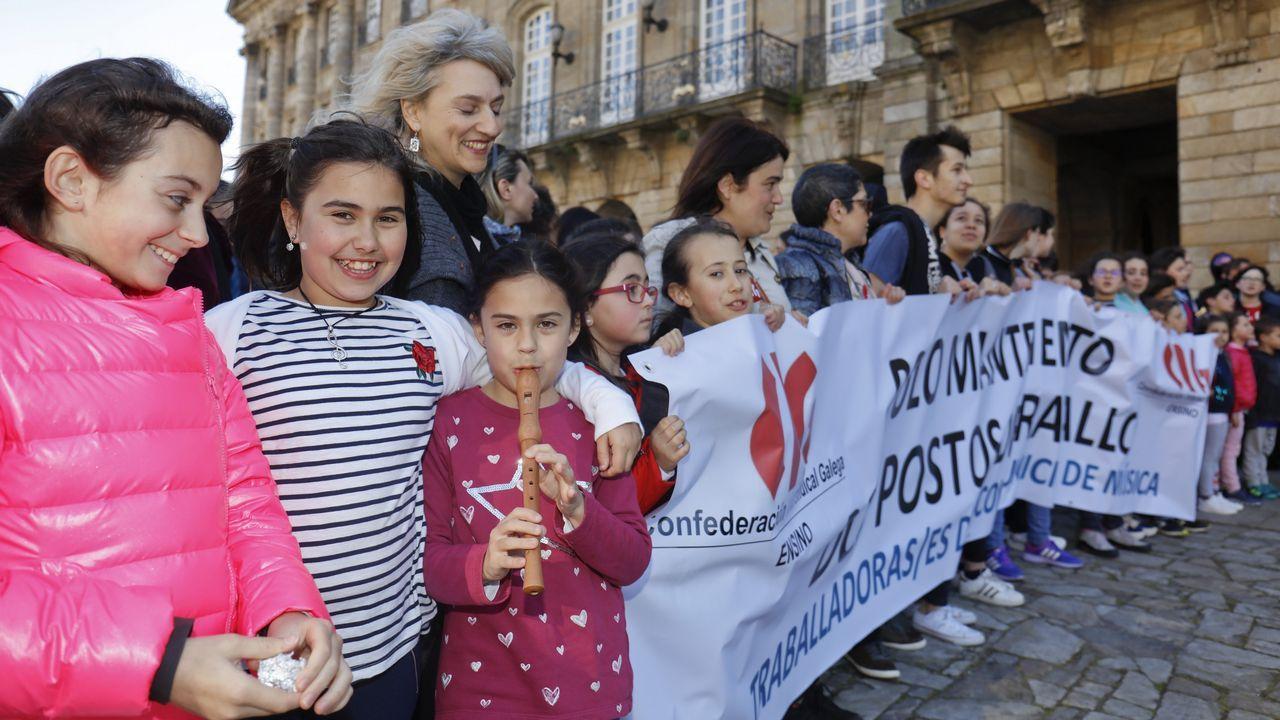 Concentración de padres, alumnos y profesores de la escuela de música.Foto de archivo de Francisco Jorquera