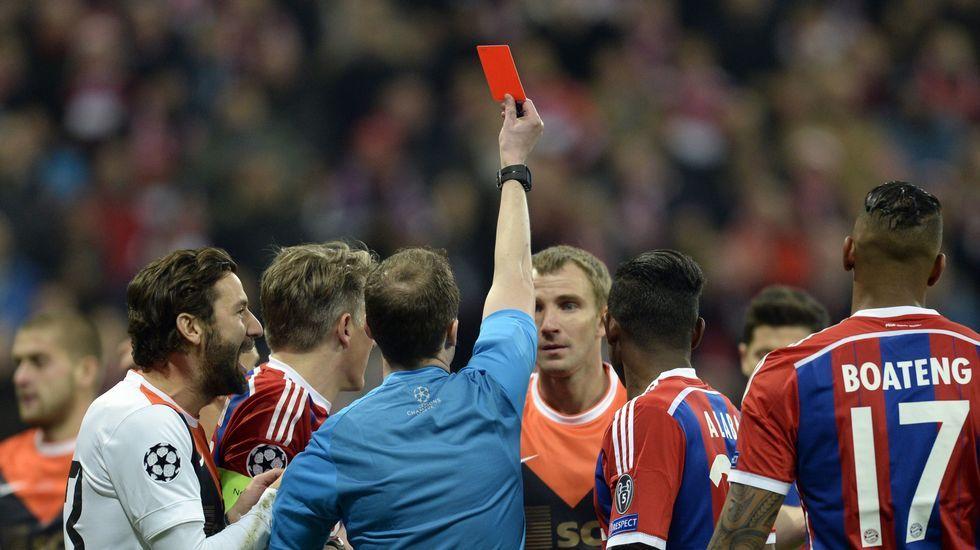 El Bayern de Múnich goleó sin piedad a un Shakhtar que se quedó con 10 jugadores a los 3 minutos.
