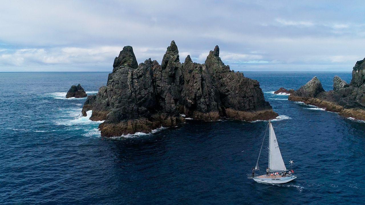 .1. OS AGUILLÓNS. Navegar mar adentro dejando atrás cabo Ortegal ofrece una de las panorámicas ma´s impresionantes de la costa gallega. Con queresvela se pueden contemplar de tú a tú en sus rutas marítimas