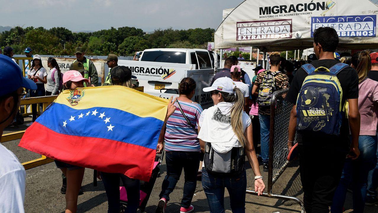 Asistentes al concierto en el puente fronterizo de Tienditas, en Cúcuta (Colombia)