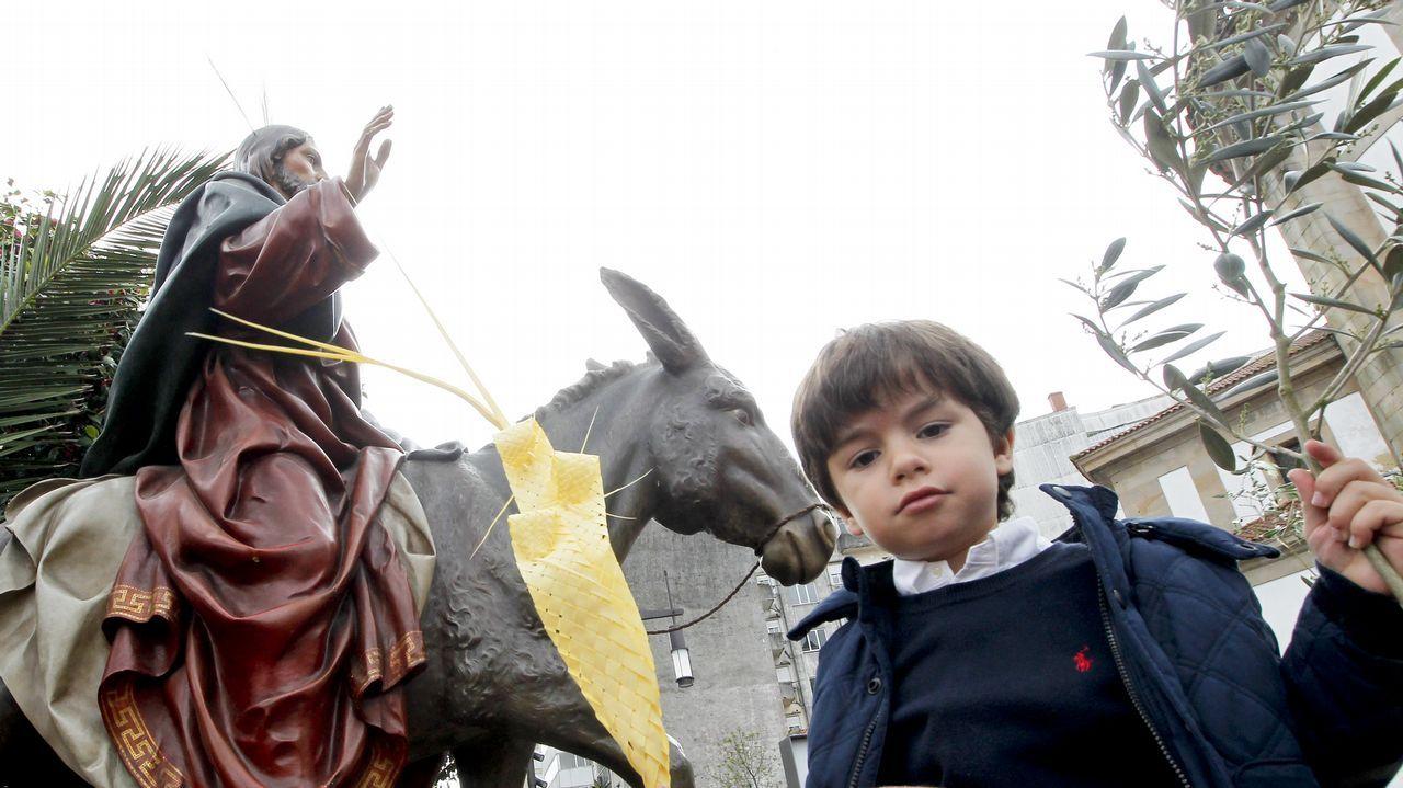 Bendición del domingo de ramos.Este pazo en Santo Estevo do Castro de Amarante está a la venta por 1.300.000 euros. La fortaleza es BIC