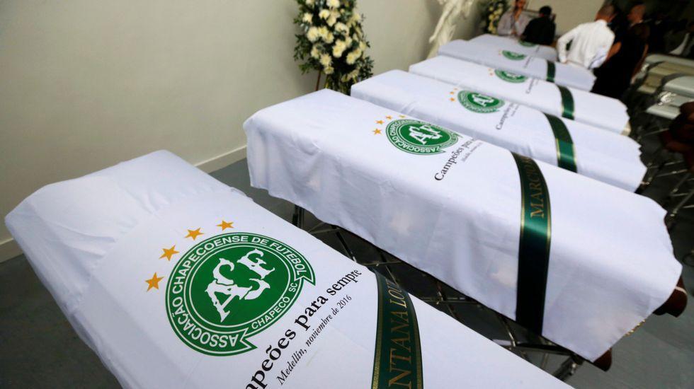 El angustioso rescate de un superviviente del vuelo del Chapecoense.La camiseta del Oviedo con una cita en honor a los miembros del Chapecoense fallecidos esta semana